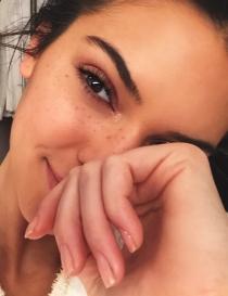 Kendall Jenner, muestra sus pecas