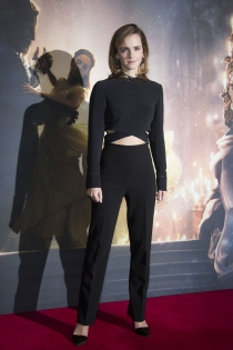 Looks con cropped top para Emma Watson