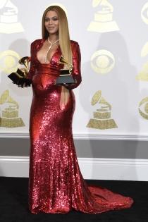 Beyoncé embarazada: un outfit de noche con lentejuelas