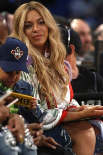 Beyoncé embarazada: el look para ir al baloncesto más sexy
