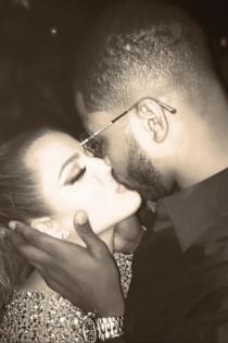Un beso de amor de Khloé y Tristan Thompson