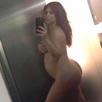 Kim Kardashian también se quitó la ropa en el embarazo