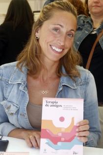 Día del libro: así firma Gema Mengual