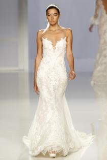 Vestido de novia de Rosa Clará: lencero de corte sirena