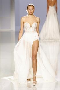 Vestido de novia de Rosa Clará: vestido sexy