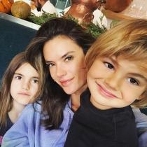 Los selfies de Alessandra y sus hijos