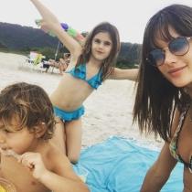 Las eternas vacaciones de Alessandra Ambrosio y sus hijos