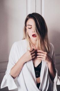 Gigi Vives, seductora y elegante en Instagram