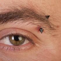 Piercings dolorosos: Piercing en la ceja