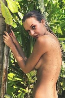 Josephine Skriver, desnuda y espectacular