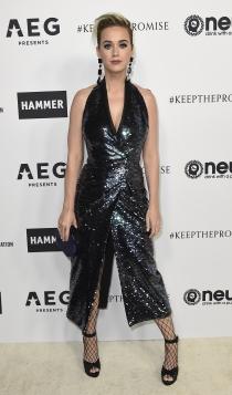 Look monocromático: Katy Perry de negro