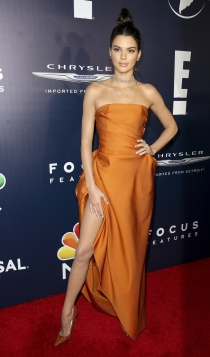 Look monocromático: Kendall Jenner en naranja