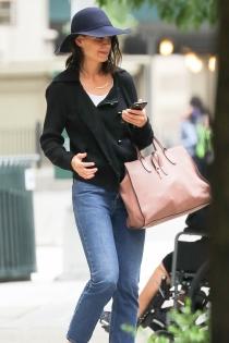 Katie Holmes y su maxi bolso de diario