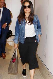 Salma Hayek, maxi bolso viajero