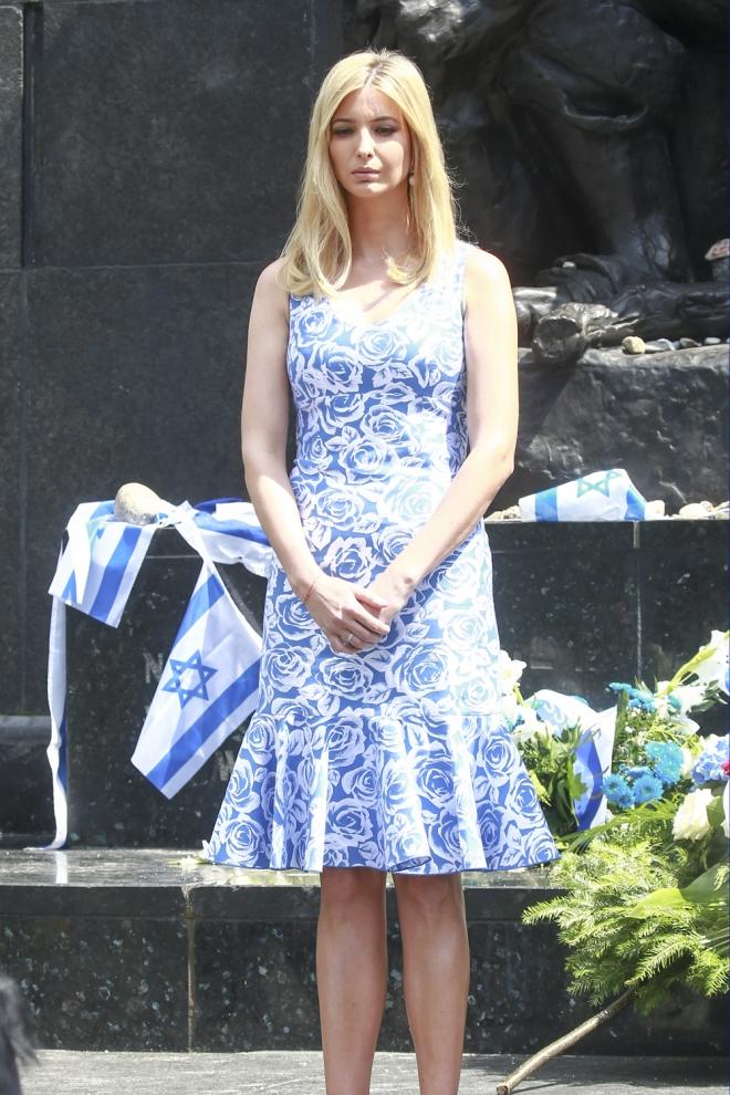 Ivanka Trump y su vestido azul