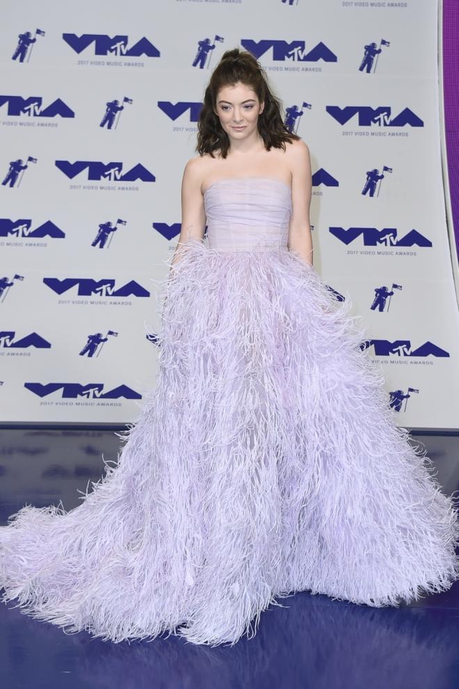 MTV VMAs 2017: Lorde sorprende con un vestido de princesa