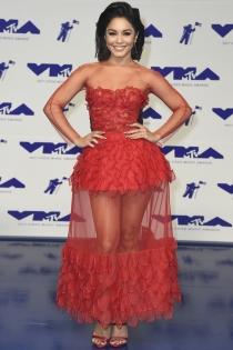 MTV VMAs 2017: Vanessa Hudgens apuesta por el rojo