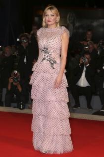 Kirsten Dunst en la alfombra roja del Festival de Venecia 2017