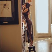 Mia Khalifa muestra sus encantos en las redes sociales