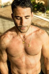 Miguel Ángel Silvestre posa desnudo ante la cámara