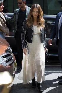 Jessica Alba, una mamá a la moda