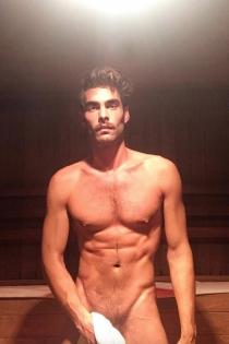 Jon Kortajarena se fotografía desnudo en una sauna