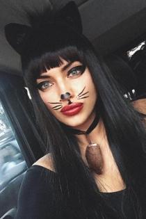 Irina Shayk se convierte en gato para Halloween