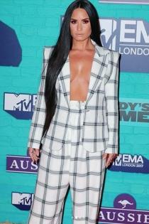 Demi Lovato luce escotazo en los MTV EMAS 2017