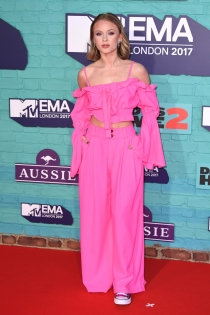 Zara Larsson, ¡enamorada del rosa pink!