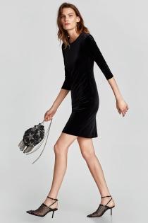 Vestido de fiesta negro de ZARA, todo un clásico