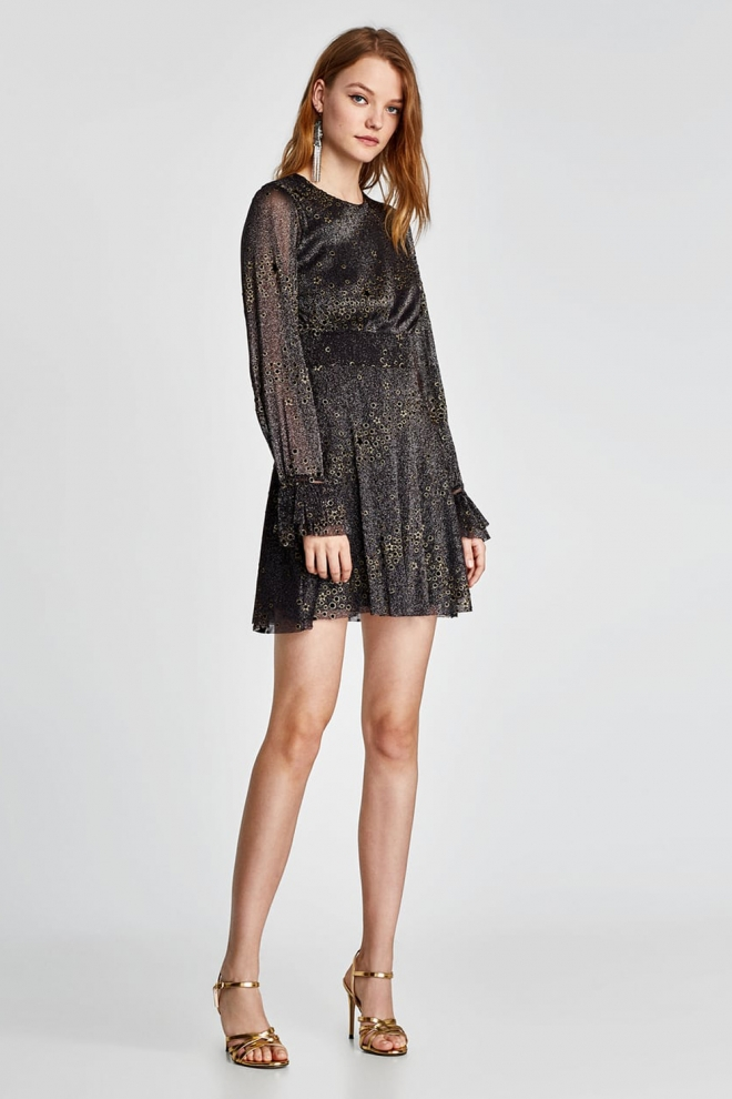88e941e62 Discreto vestido de ZARA para recibir el nuevo año