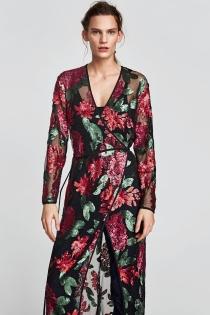 Capta todas las miradas con este vestido largo de ZARA con flores