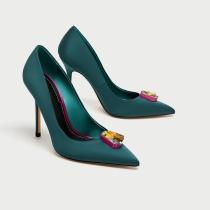 ZARA: Zapato con detalle de Swaroski
