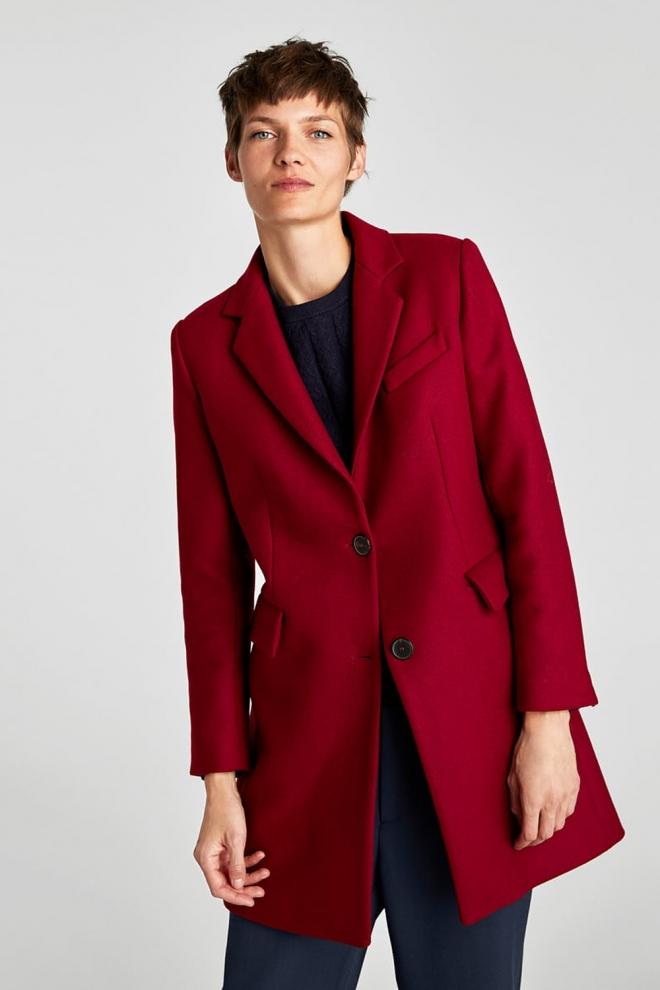 abrigo hombre rojo zara