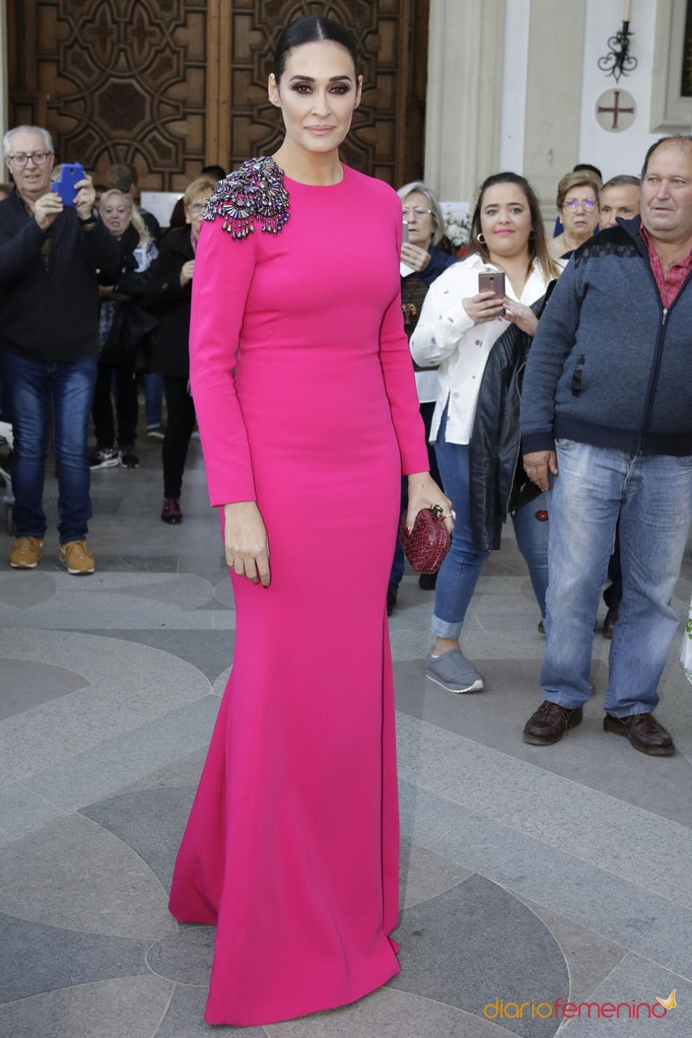 Vicky Martín Berrocal apuesta por el fucsia para su vestido de invitada