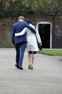 Meghan Markle y el príncipe Harry muestran su cariño en público