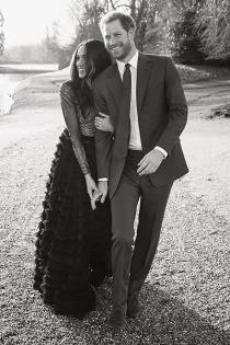 Meghan Markle y el príncipe Harry posan cariñosos ante la cámara