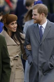 Meghan Markle y el príncipe Harry, de la mano