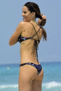Aida Artiles, cuerpazo bajo el sol
