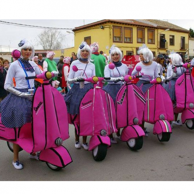 Disfraces de Carnaval en grupo: Chicas en vespa