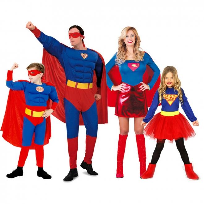 Disfraces de Carnaval en grupo: Superman, Supergirl y familia