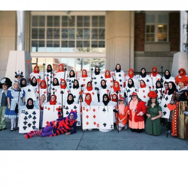 Disfraces de carnaval en grupo: Alicia en el país de las maravillas