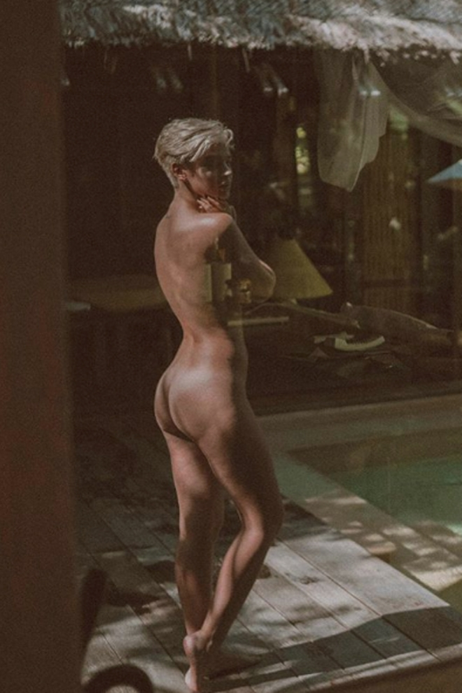 Laura Escanes muestra su culo en instagram