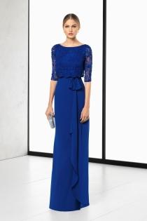 Elegante vestido de boda en azul klein