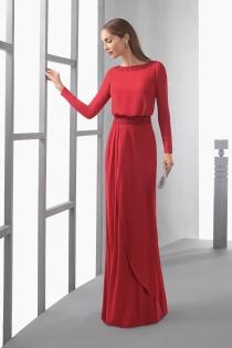Apuesta por el rojo para tu vestido de boda como madre de la novia
