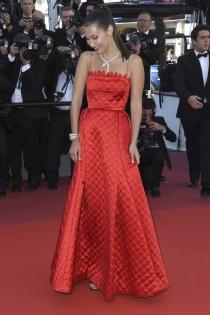 Bella Hadid, todo pasión con este vestido de fiesta