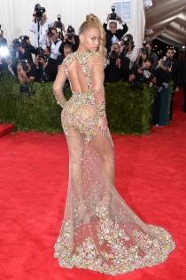 Beyoncé y su vestido de transparencias