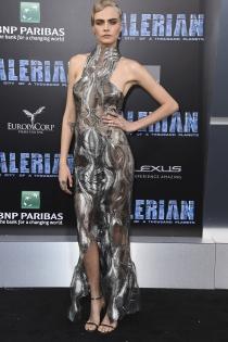 El ajustado vestido de fiesta de Cara Delevingne