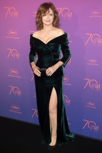 Sigourney Weaver apuesta por el terciopelo