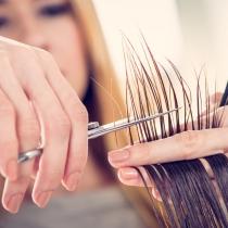 Soñar con que alguien te corta el pelo, ¿qué significa?
